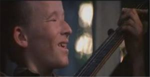 deliverance-dueling-banjo-with-hillbilly-close-up-smiling-702353